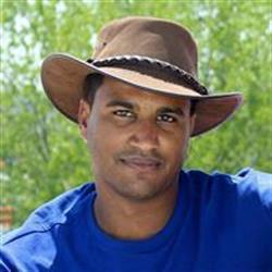 image of author Vladimir Mariano