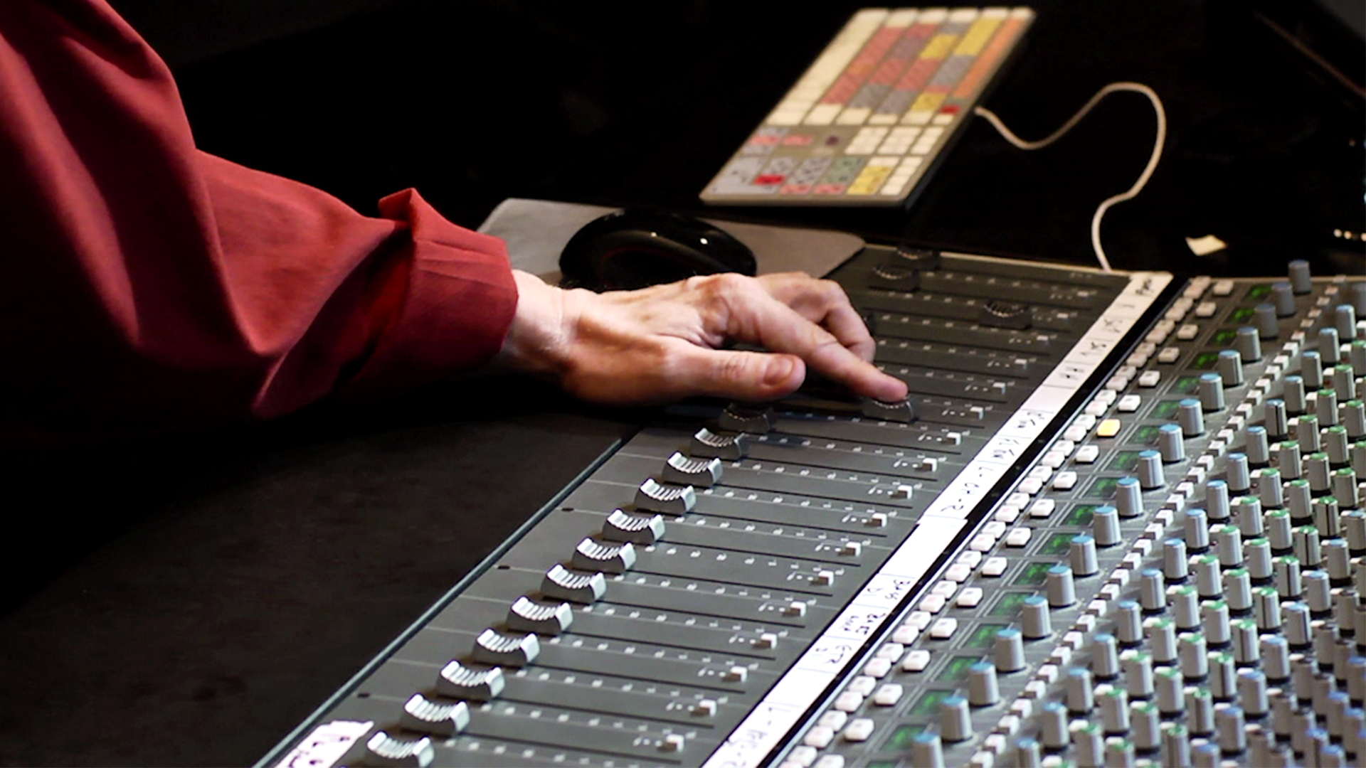 Exploring the audio signal path: Understanding Audio and Music Production Careers