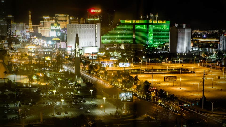 Welcome: Shooting a Time-Lapse Movie from a Window