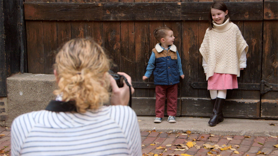 Photographing kids against a structured background: Kids Photography: Posed Outdoor Portraits