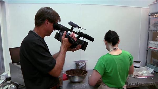 Leaning forward or backward and tilting up or down : Video Journalism Shooting Techniques