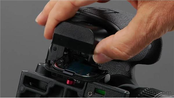 Examining batteries and media cards: Shooting with the Canon 5D Mark III