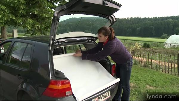 Project: Converting your car's trunk into a mobile studio: The Art of Craft Photography