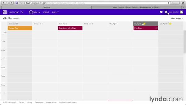 Changing calendar views: Outlook.com Essential Training