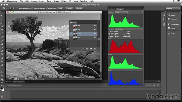 """Understanding the histogram's display of """"color"""": Photoshop Color Correction: Fundamentals"""