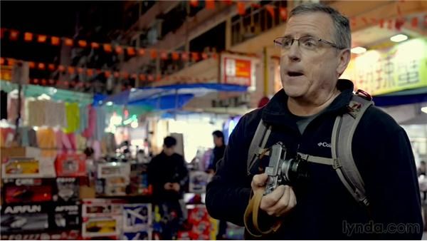 Shooting at the Temple Street Night Market: The Traveling Photographer: Hong Kong