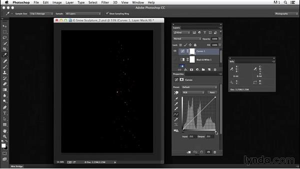 Measuring grayscale values using the Histogram and Info panels: Creating Black-and-White Landscape Photos with Photoshop