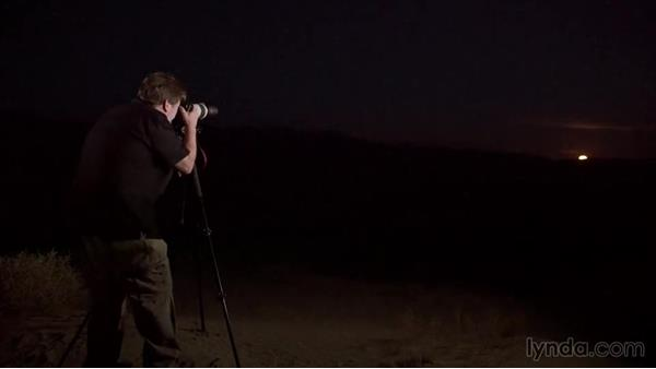 Shooting the rising moon: Photographing the Night Landscape