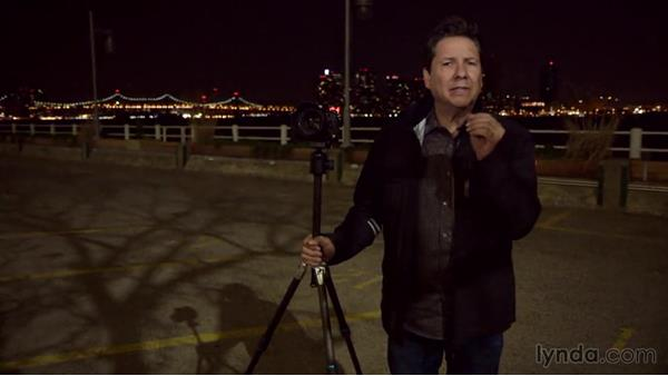 Shooting an unconventional night skyline photo: Street Photography: The City at Night