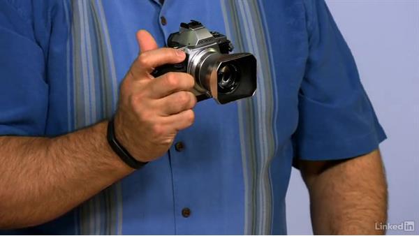Paying attention to ergonomics: Mirrorless Camera Fundamentals