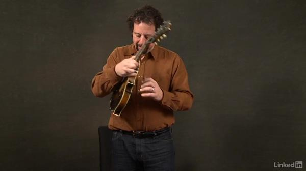 Sitting vs. standing: Mandolin Lessons with Mike Marshall: 1 Fundamentals