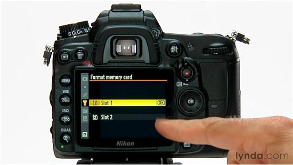 Formatting the media card: Shooting with the Nikon D7000
